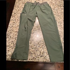 Scrubs/top and bottom matching set